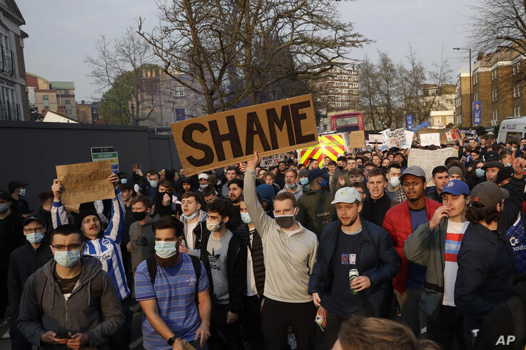 Chelsea fans protest outside Stamford Bridge stadium in London, against Chelsea's decision to be included amongst the clubs…