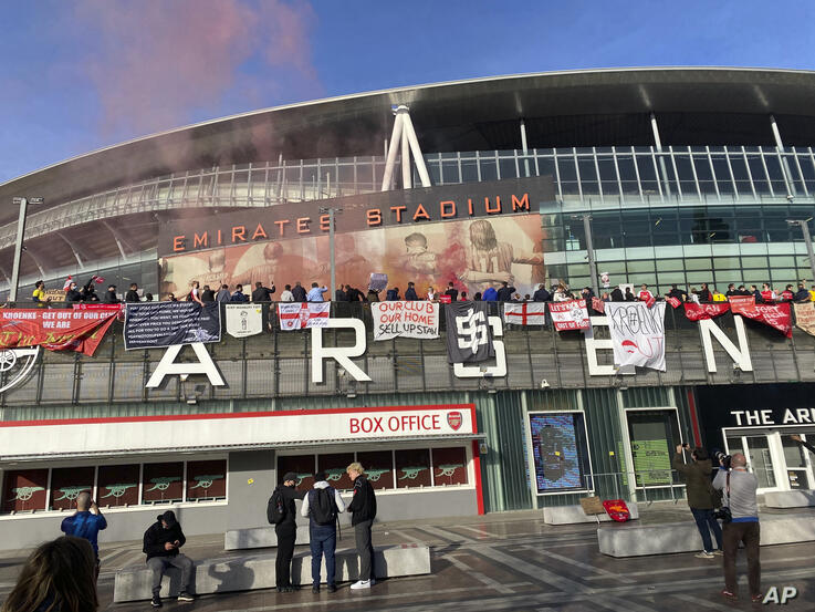 Fans protest against Arsenal owner Stan Kroenke before the English Premier League soccer match against Everton, outside the…