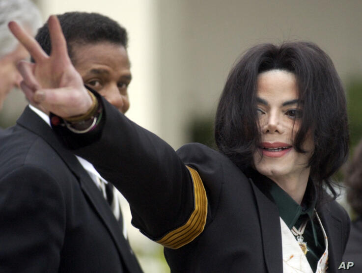 FILE - In this March 2, 2005, file photo, pop icon Michael Jackson waves to his supporters as he arrives for his child…