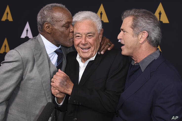 Danny Glover, from left, Richard Donner and Mel Gibson arrive at the Richard Donner Tribute on Wednesday, June ۷, ۲۰۱۷ in…