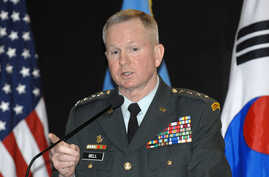 General Burwell B. Bell, commander of US forces in Korea, speak during the press conference in Seoul, 09 January 2006.  Bell…