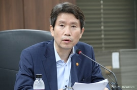 Newly appointed unification minister Lee In-young works in Seoul, South Korea, July 28, 2020. Picture taken July 28, 2020. …