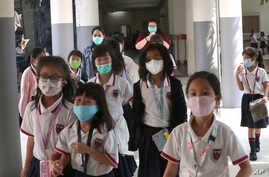 Students wear masks at Jakarta Nanyang School in Serpong on the outskirts of Jakarta, Indonesia, Tuesday, March 3, 2020…