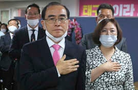 Thae Yong Ho, left, former North Korean diplomat, who defected to South Korea in 2016 and a candidate of the main opposition…