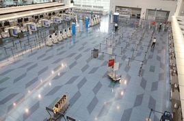A departure robby of Haneda International Airport is quiet from lack of travel due to the coronavirus COVID-19 in Tokyo,…
