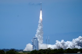 A United Launch Alliance Atlas V rocket carrying U.S. Space Force's fifth Space Based Infrared System Geosynchronous satellite …
