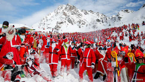 People dressed as Santa Claus enjoy the snow during the Saint Nicholas Day at the Alpine ski resort of Verbier, Switzerland, December 2, 2017.