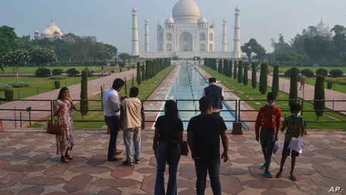 A small number of tourists visit as the Taj Mahal monument is reopened after being closed for more than six months due to the…