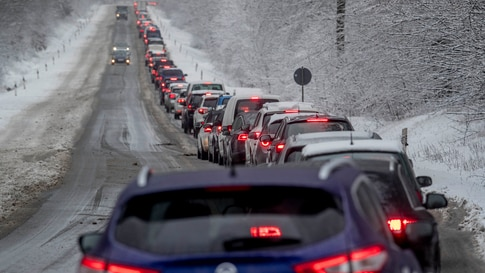 Commuters queue on their way to Frankfurt, Germany, Tuesday, Jan. 12, 2021. Snow falls and closed roads in the Taunus regions…