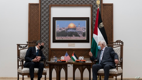 Secretary of State Antony Blinken speaks with Palestinian President Mahmoud Abbas, Tuesday, May 25, 2021, in West Bank city of…