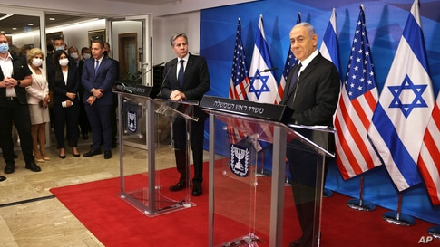 Israeli Prime Minister Benjamin Netanyahu, right, and U.S. Secretary of State Anthony Blinken hold a joint press conference in…