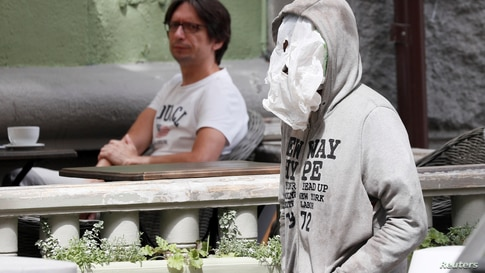 A man uses aplasticbagas a face mask as he walks past a cafe amid the coronavirusdisease (COVID-19) outbreak in Kyiv
