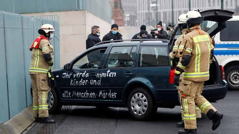 Car crashed into the gate of the office of German Chancellor Angela Merkel in Berlin