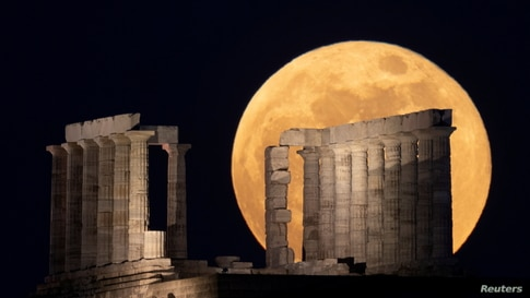 """The full moon, known as the """"Super Flower Moon"""" rises over the Temple of Poseidon in Cape Sounion, near Athens"""