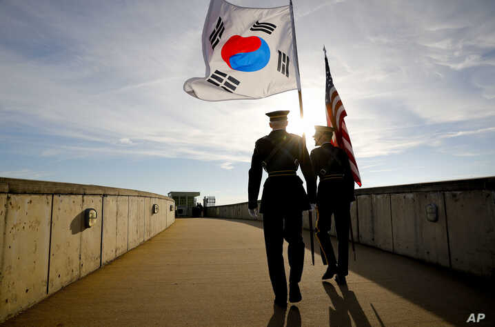 Members of the Honor Guard carry U.S. and South Korea flags after participating in the 2018 Security Consultative at the Pentagon, co-hosted by Defense Secretary Jim Mattis and South Korea Minister of Defense Jeong Kyeong-doo, Oct. 31, 2018.