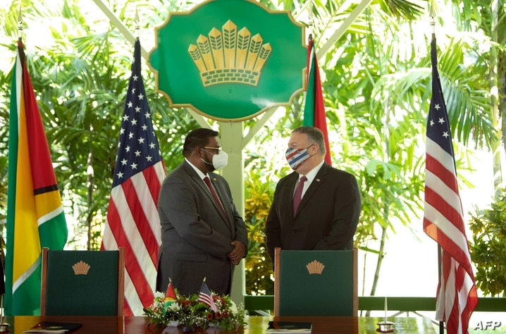 US Secretary of State Mike Pompeo (R) speaks with Guyana's President Mohamed Irfaan Ali during a joint press conference in…