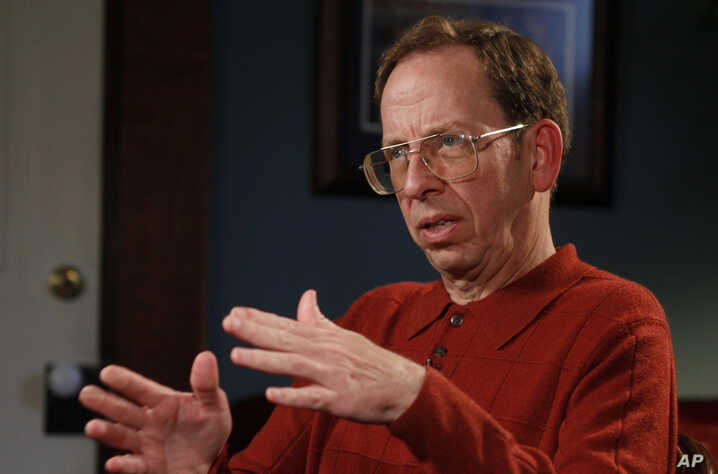 Jeffrey Fowle talks about being detained in North Korea for nearly six weeks, Friday, Oct. 31, 2014 in Lebanon, Ohio.  Fowle,…