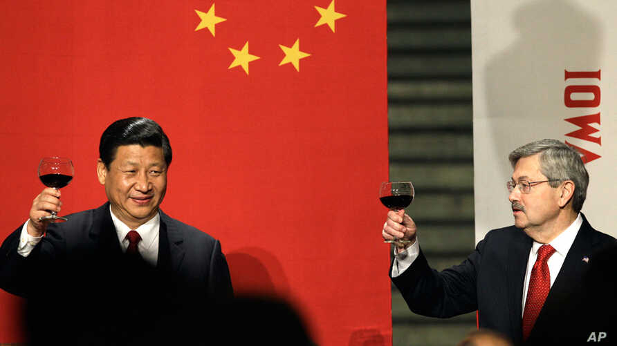 Chinese Vice President Xi Jinping and Iowa Gov. Terry Branstad toast at a formal dinner at the Iowa Statehouse, Feb. 15, 2012, in Des Moines, Iowa. (AP)