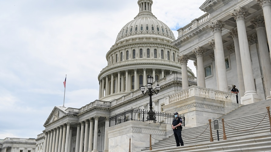 Police officers wearing face masks guard the U.S. Capitol Building in Washington, U.S., May 14, 2020. REUTERS/Erin Scott