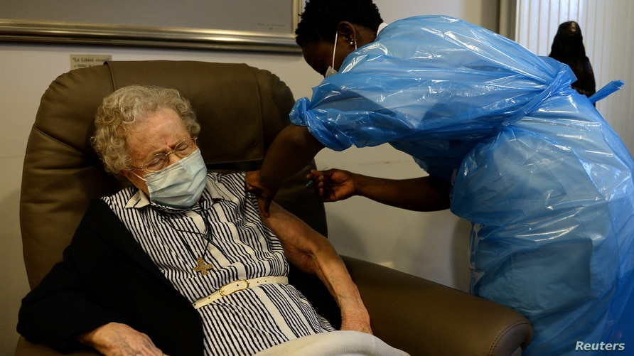 Belgian Lucie Danjou 101 receives a dose of the Pfizer/BioNtech COVID-19 vaccine at Notre Dame home care, as the coronavirus…