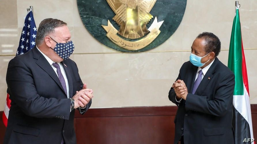 A handout picture provided by Sudan's Prime Ministers office on August 25, 2020, shows US Secretary of State Mike Pompeo (L)…