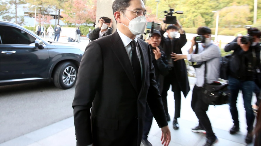 Samsung Electronics vice chairman Lee Jae-yong arrives for the funeral of the late Samsung Electronics chairman Lee Kun-Hee in…