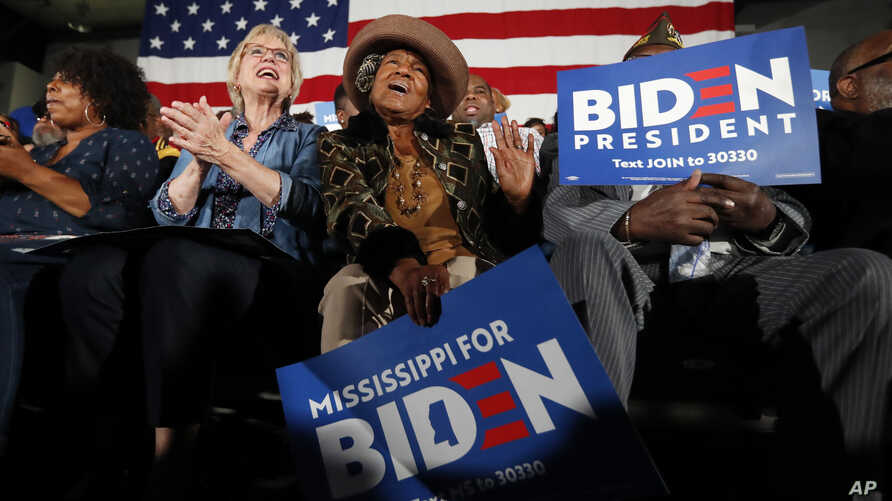 Jan Patrick, of Flowood, Miss., left, and Nettie Reid, of Sandhill, cheer Democratic presidential candidate and former Vice…