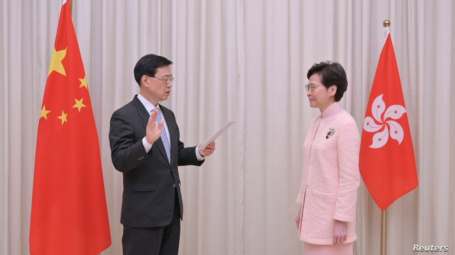 New Chief Secretary for Administration Lee takes the oath of office in Hong Kong