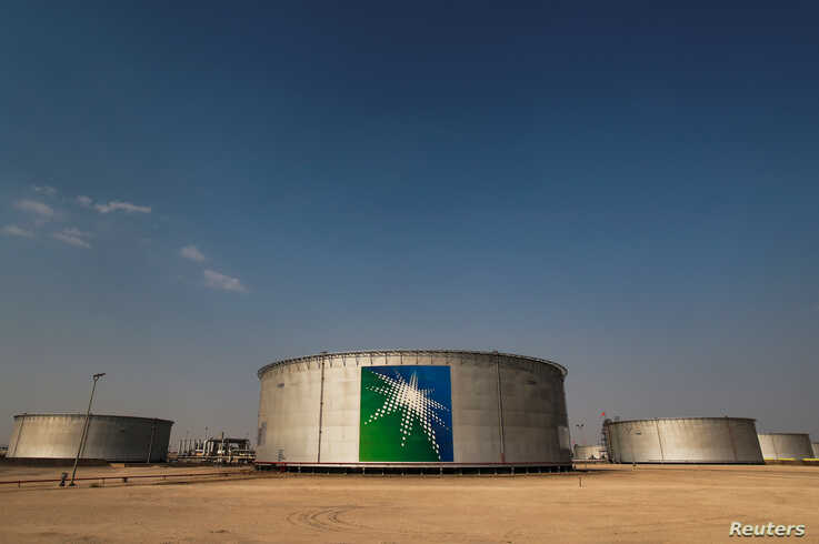 FILE PHOTO: A view shows branded oil tanks at Saudi Aramco oil facility in Abqaiq, Saudi Arabia October 12, 2019. REUTERS/Maxim…
