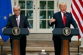 El presidente Donald Trump y el presidente de la Comisión Europea, Jean-Claude Juncker, en el Rose Garden of the White House, el 25 de julio de 2018, en Washington, donde anunciarion que EE.UU y la UE trabajarán hacia un acuerdo de cero aranceles y bar...