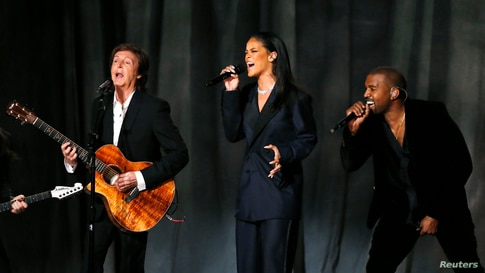 "Paul McCartney, Rihanna y Kanye West cantan ""FourFiveSeconds""."