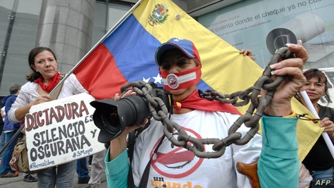 Media workers and journalists participate in a rally outside the United Nations offices in Caracas May 03, 2016 demanding more…