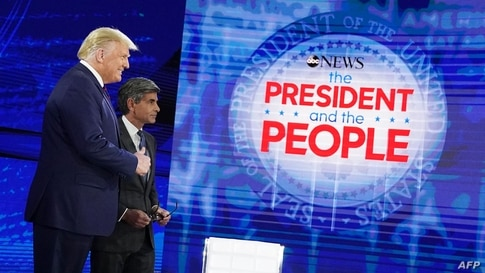 US President Donald Trump poses with ABC New anchor George Stephanopoulos ahead of a town hall event at the National…