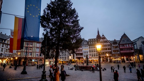 A Christmas tree in Romerberg Square in Frankfurt, Germany, Sunday, Nov. 22, 2020. The traditional Christmas market is canceled…