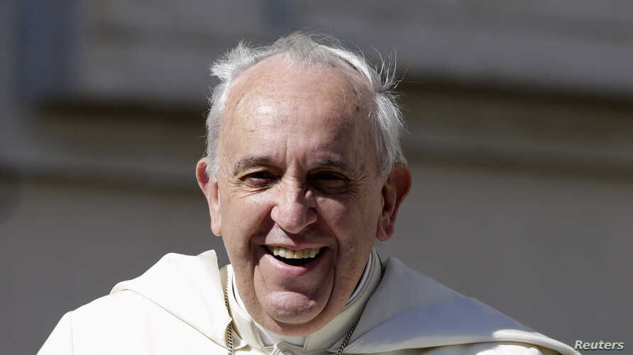 Pope Francis smiles as he arrives to lead his Wednesday general audience in Saint Peter's Square at the Vatican May 14, 2014.   REUTERS/Max Rossi (VATICAN - Tags: RELIGION) - RTR3P1VJ