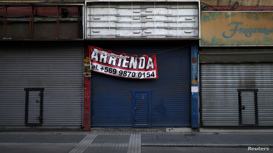 """A closed store with a sign that reads """"Rented by owner"""" in a commercial sector of Santiago, during a preventive quarantine…"""