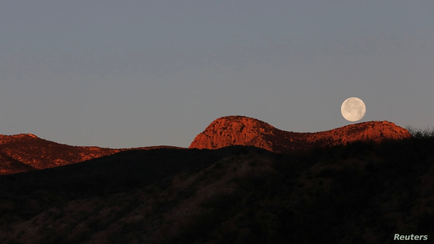Moonset is seen near La Mora, Sonora, Mexico January 11, 2020. Picture taken on January 11, 2020. REUTERS/Carlos Jasso