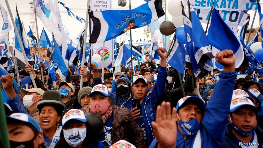 Supporters of the Movement to Socialism party (MAS) attend a closing campaign rally ahead of the Bolivian presidential election…
