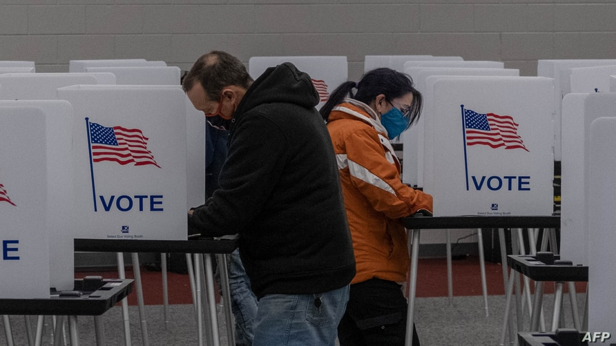 Residents  cast their votes on November 3, 2020, at Mott Community College in Flint, Michigan. (Photo by Seth Herald / AFP)