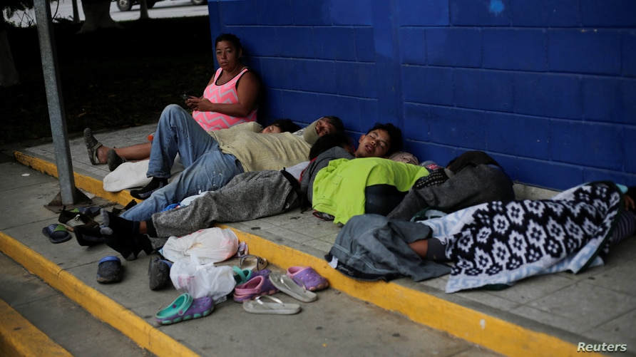 Hondurans sleep on the ground at the Corinto border crossing checkpoint between Guatemala and Honduras while trying to reach a…