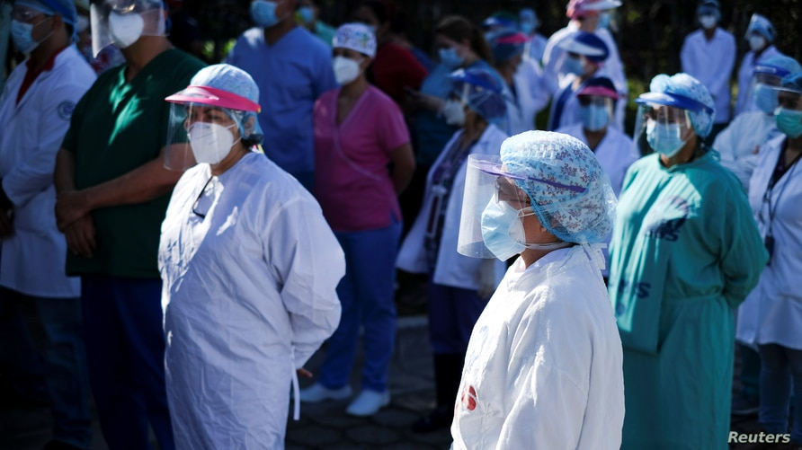 Doctors and health personnel of the Salvadoran Social Security Institute (ISSS) protest outside a hospital to ask for personal…