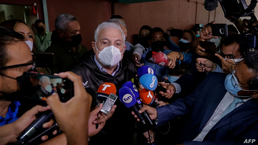 Panamanian former President Ricardo Martinelli speaks to the press after his trial at the Accusatory Penal System headquarters…