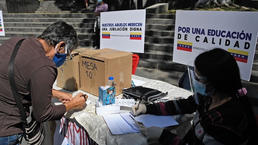 """People take part in a """"popular consultation"""" called by Venezuelan opposition leader Juan Guaido, in Caracas, on December 12,…"""