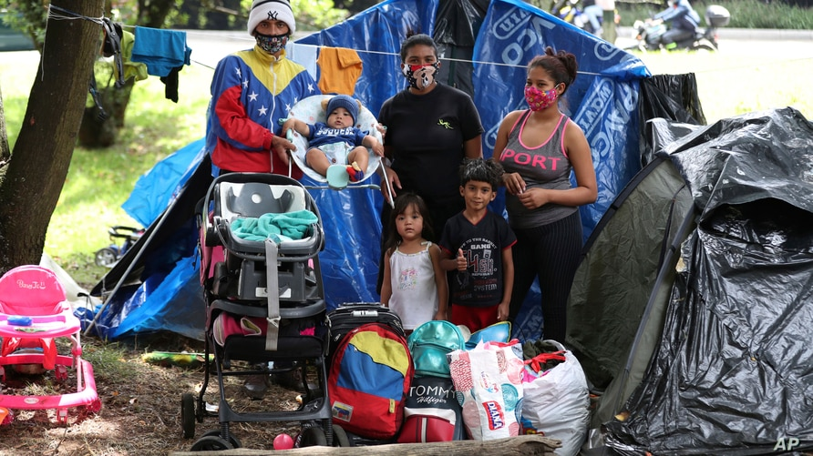 Nelson Martinez, left, his wife Makelys Faneite, center, and sister Maryuri Alvarez, pose for a photo with their children…