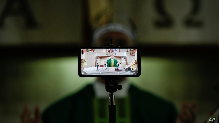 Father Honegger Molina live streams a Mass at the La Anunciación del Señor Parish in the Baruta neighborhood of Caracas,…