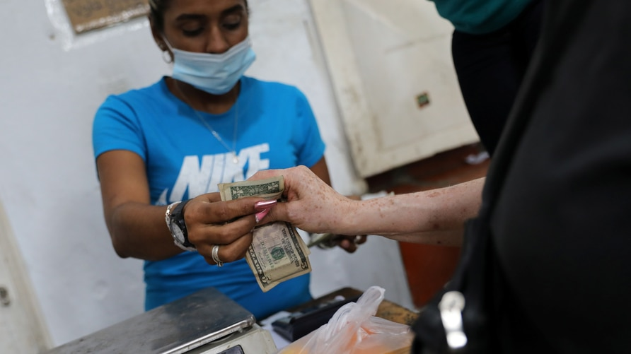 Paying with U.S. dollars in Caracas