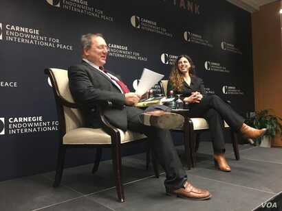 La autora Rachel Kleinfeld durante la presentación de su libro , A Savage Order: How the World's Deadliest Countries Can Forge a Path to Security' en Washington D.C.