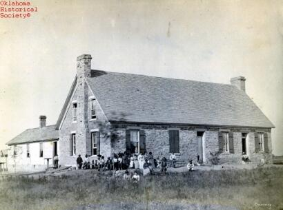 Imagen de Fort Still, la primera escuela indígena cerca de Lawton, Oklahoma, que operó desde 1871 hasta 1899-1900. Josiah Butler Collection. Photo: Oklahoma Historical Society.