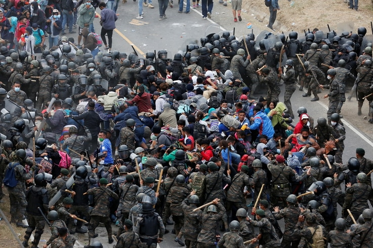 Hondurans taking part in a new caravan of migrants set head to the United States, clash with Guatemalan soldiers as they try to…