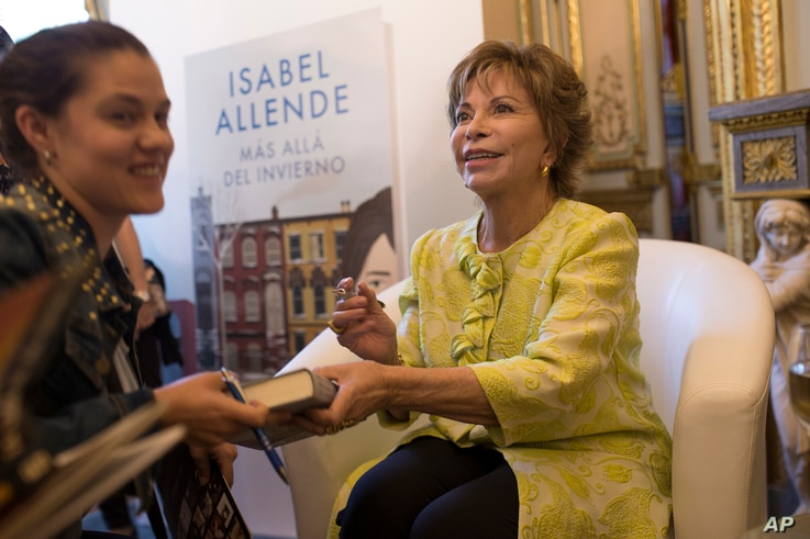 "Chilean author Isabel Allende, right, signs books to fans after the presentation of her latest book ""Mas alla del invierno"" (…"